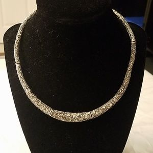 Jewelry - Vintage Style Silver Colored Necklace